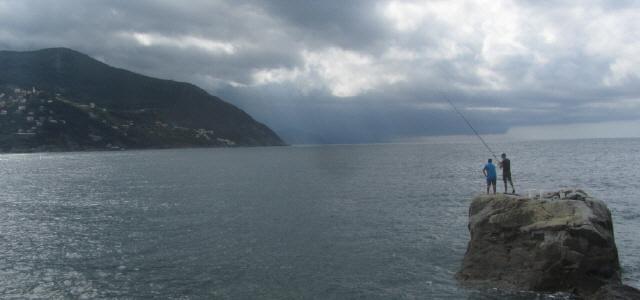 Angler auf dem Feld an der Riviera bei Moneglia/Ligurien am14.6.2016