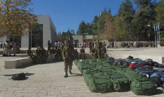 Eingang zu Yad Vashem am 27.10.2013