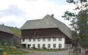 Grundhof in Langenordnach im August 2003